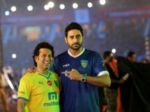 https://hindi.filmibeat.com/img/2021/03/sachin-tendulkar-and-abhishek-bachchan-1616828439.jpg