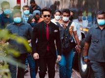 https://hindi.filmibeat.com/img/2021/04/heropanti2-1617870185.jpg