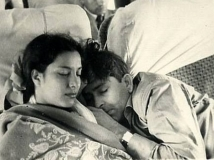 https://hindi.filmibeat.com/img/2021/05/nargis-raj-kapoor-love-story-1-1620149361.jpeg