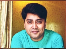 https://hindi.filmibeat.com/img/2021/05/rahul-vohra-dies-of-corona-asking-for-bed-1-1620568383.jpeg