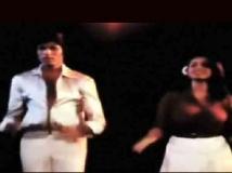 https://hindi.filmibeat.com/img/2021/06/neetu-kapoor-amitabh-bachchan-dance-1623346491.jpeg