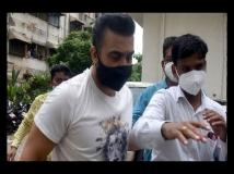 https://hindi.filmibeat.com/img/2021/07/rajkundraoffice-1627367253.jpg