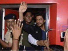 #JustIn: शाहरूख खान रईस प्रमोशन का अजीब आईडिया...एक की मौत