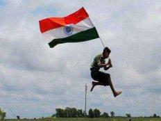 देशभक्ति फिल्में और कुछ करने का जज्बा, ऐसा है आपके फेवरेट स्टार्स का Independence Day