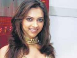 Deepika Loses Contact With Ranbir