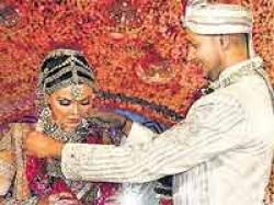 Rakhi Sawant Garlands Elesh In Swayamvar Finale