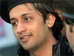 Pakistani Singer Atif Aslam Team Up Guns And Roses