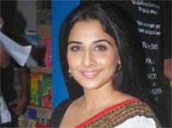 Vidya Balan Be An Item Girl Santosh Sivan Urumi