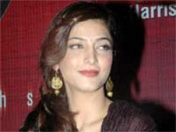 I M Almost Blind Shruti Haasan Says On Twitter