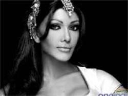 Koena Mitra Kisses Designer Rajat Tangri Lfw