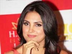 Lara Dutta Is Very Talented Vinay Pathak Aid