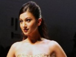 Gauhar Khan Love Car Driving Game Aid