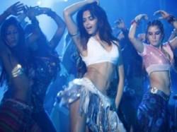 Salman Khan Deepika Padukone Dum Maaro Dum Skirt Aid