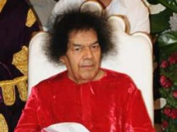 Bollywood Mourns Over Death Satya Sai Baba Aid