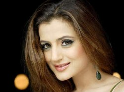 Amisha Patel Gets Director David Dhavan Aid