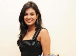 Sayali Bhagat Set Hollywood Aid