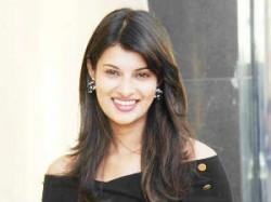 Sayali Bhagat Okay With Wearing Bikini Leander Paes Aid