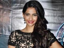 Sonam Kapoor Thanks Her Father Anil Kapoor Aid