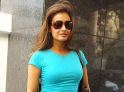 Dia Mirza Fined At Mumbai Airport Uncleared Goods Aid