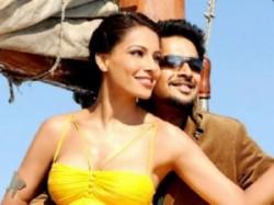 Bipasha Basu Madhvan Jodi Breakers Bollywood Aid