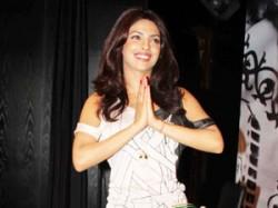 Priyanka Chopra Host Zee Cine Award Aid