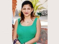 Pop Singer Kelly Singh Pakistani Singers Aid