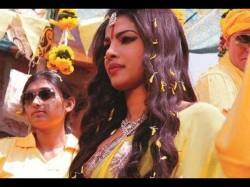 Priyanka Chopra Looks Like Devi In Pepsi Ad