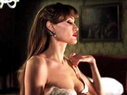Bravo Angelina Jolie Says Celebraties Double Mastectomy