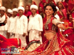 Deepika Padukone S Garba Moves The New Song Ram Leela Its Hot