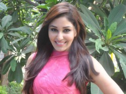 Pooja Chopra Keen Team Up With Ranbir Hrithik Roshan