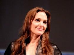 Angelina Jolie Gets Humanitarian Award