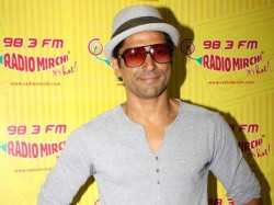 Farhan Akhtar Excited For His 1st Comedy Movie Shaadi Ke Side Effects
