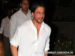 Shahrukh Khan Breaks Down At Bobby S Prayer Meet
