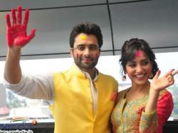 Youngistaan Jackky Bhagnani Neha Sharma Gets Playful Sab Ki Filmi Holi