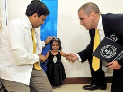 World S Smallest Woman Jyoti Amge On Us Tv Show American Horror Story