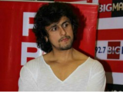 Sonu Nigam Was Intervened The Police During Stage Performanc