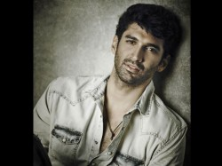 Aditya Roy Kapoor Fans Wants Him To Join Facebook Twitter