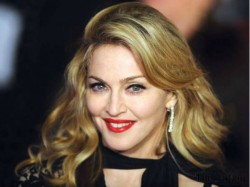 Watch Madonna Falls Down The Stairs During Her Brit Awards Performance
