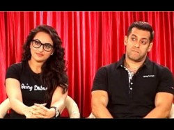 Video Salman Khan Making His Dubsmash Debut With Sonakshi Sinha
