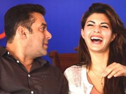 Jacqueline Fernandez Learns From Aishwarya Katrina No Fight With Salman Khan 049711 Pg