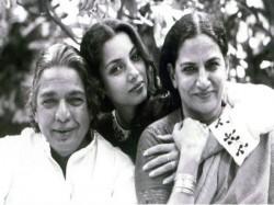 Shabana Azmi Is Most Unique Actress Of Bollywood