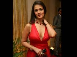 Bigg Boss 10 Aparna Tilak Enter House As First Wild Card Contestant