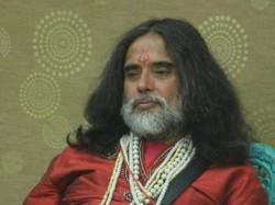 Bigg Boss 10 Live Update Om Swami Becomes The Target Manvee