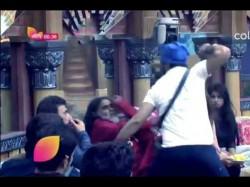 Bigg Boss 10 Live Update Manu Punjabi Hits Om Swami