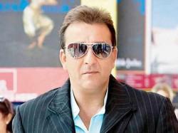 Shivaay Actress Sayyeshaa Play Sanjay Dutt S Daughter Omung Kumar Next
