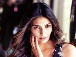 I M Not Friends With Anyone In Bollywood Says Athiya Shetty