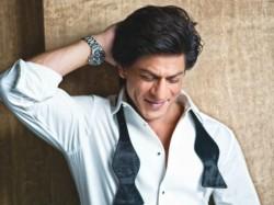 I Am Conscious Shy Posing With Girls Says Shahrukh Khan
