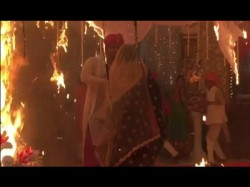 Kushal Tandon Saves Jennifer Winget As Beyhadh Sets Catch Fire