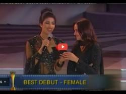 Old Video Priyanka Chopra And Esha Deol Awkward Moment While Giving Best Debut Award To Amisha Patel