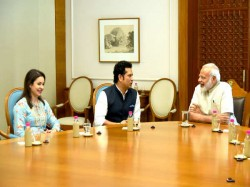 Sachin Tendulkar Meet Pm Narendra Modi Briefed About Film